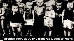 Дети-заключенные хорватского концлагеря в Сисаке или Градишке. Фото 1942 года