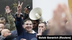 Михаил Саакашвили после освобождения из машины СБУ. Киев, 5 декабря 2017 года.