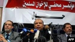 Претставници на Муслиманското братство на прес-конференција во Каиро на 6 февруари 2011 година