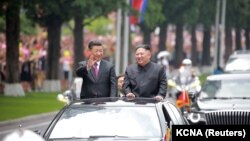 Liderul nord-coreean Kim Jong Un şi președintele chinez Xi Jinping la Pyongyang, Coreea de Nord. 20 iunie 2019