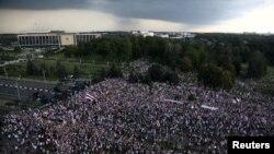 Բելառուս - Բողոքի ցույցը Անկախության պալատի մոտ, Մինսկ, 30-ը օգոստոսի, 2020թ.