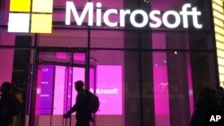 Раніше Microsoft підтвердила, що, як і американські урядові установи й інші компанії, завантажила модифіковане хакерами шкідливе програмне забезпечення від компанії SolarWinds
