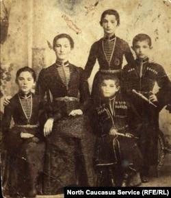 Мальчики с кинжалами. Албогачиевы из Гамурзиево