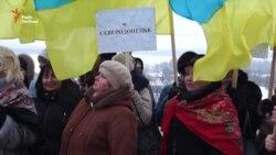 У Дніпропетровську жінки пройшли «маршем миру» (відео)