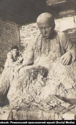 Кавалерідзе працює над роменським пам'ятником