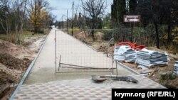 Ни одна из аллей парка до конца плиткой не вымощена
