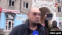 Олег Кузьміних у полоні в Донецьку, 22 січня 2015 року. Ми зробили тоді нечітким його обличчя через принизливу ситуацію, в яку його поставили сепаратисти