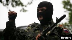 Проросійський сепаратист у Донецьку, 7 липня 2014