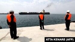 بر اساس قرارداد بین آمریکا و عمان نیاز به فرستادن کشتیها از طریق تنگه هرمز کاهش خواهد یافت.