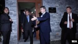 Еврокомесарот Јоханес Хан неколкупати ги напоменуваат препораките на Прибе во контекст на напредокот на Македонија кон Европската унија.