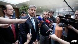 Austrijski vicepremijer i šef diplomatije Michael Spindelegger na aerodromu u Beču