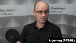 Дмитрий Левусь