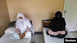 آرشیف، شماری از زنان معتاد به مواد مخدر در یکی از مراکز درمان معتادین در کابل