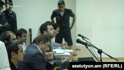 Փաստաբանի պնդմամբ, Սարի թաղի գործով ոստիկանը հակասական ցուցմունքներ է տվել