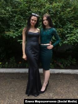 Елена со старшей дочерью