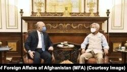 د افغانستان د بهرنیو چارو وزیر، محمد حنیف اتمر له خپل هندي سیال، ښاغلي ډاکټر اېس. جي شنکر سره