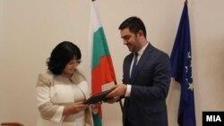 Министерот за економија, Крешник Бектеши и бугарската министерка за енергетика,Теменужка Петкова