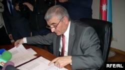 Все политические партии, кроме «Партии Ени Азербайджан», уже огласили список кандидатов. Некоторые считают сокрытие списка кандидатов избирательной стратегией правящей партии