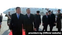 Сооронбай Жээнбековду премьер-министр Кохир Расулзаде тосуп алды. 1-февраль, 2018-жыл.