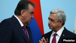 Президент Армении Серж Саргсян (справа) и президент Таджикистана Эмомали Рахмон (архивная фотография)