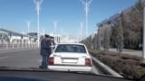 Полиция в Ашхабаде останавливает женщин за рулем и отбирает у них водительские права