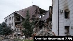 Нагорный Карабаха - Здание в Степанакерте, разрушенное в результате ракетного удара, 5 октября 2020 г.