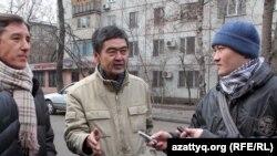 """Представители ОСДП """"Азат"""" отвечают на вопросы журналистов. Алматы, 15 января 2012 года."""