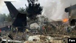 Pamje të aeroplanit të rrëzuar në Teheran.