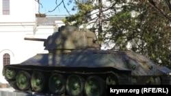 Танк Т-34 в симферопольском сквере