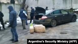 Москва. Задержание подозреваемых в попытке котрабанды наркотиков из Аргентины