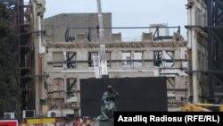 Azərbaycan kinoteatrının sökülən binası