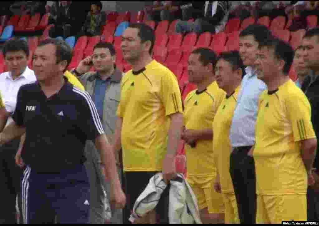 Товарищеский матч между командами журналистов и правительства КР. Победу одержали работники СМИ