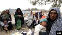 زنان و کودکان پناهجوی افغانی در جنوب ایران.(عکس: EPA)