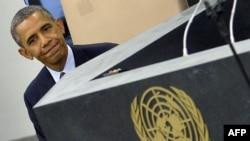 Президент Обама БУУнун Башкы Ассамблеясында сүйлөгөндөн кийин ордуна баратат. Нью-Йорк, 24-сентябрь 2013