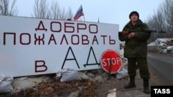 La un punct de control al separatiştilor din Doneţk, decembrie 2014