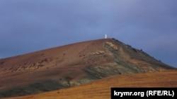 «Крылатая» гора Клементьева с трассы Феодосия – Коктебель