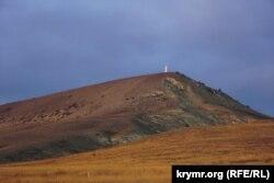 «Крилата» гора Клементьєва з траси Феодосія – Коктебель