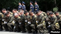 Armenia - New graduates of a military academy in Yerevan take an oath of allegiance in the presence of President Serzh Sarkisian, 26Jul2014.