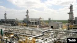 «Қарашығанақ петролеум» халықаралық консорциумына қарасты мұнай өңдеу зауыты. 13 маусым 2006 жыл.