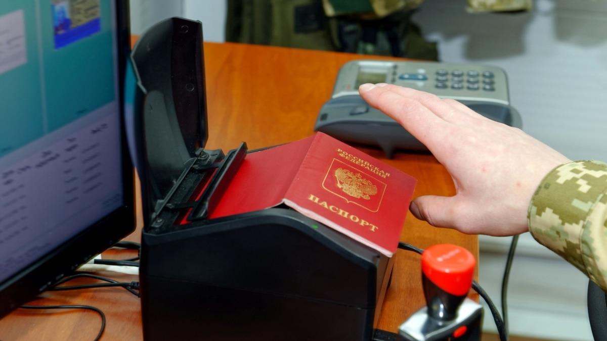 Пограничники не пустили на тренинг в Украину российскую психолога, которая незаконно посетила Крым