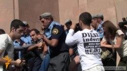 Քաղաքապետարանի մոտ յոթ ակտիվիստ բերման ենթարկվեց