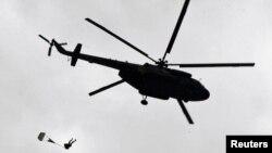 """Әскери жаттығуға қатысып жүрген """"Mи-17"""" тікұшағы. Алматы маңы, 24 тамыз 2010 жыл."""