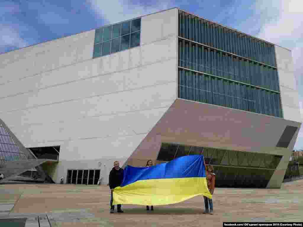 Так у квітні український стяг опинився вже в гостях у Португалії. Розпочав 11 квітня у Порто
