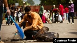 A single tweet mobilized thousands of young Pakistanis to clean up the streets in some major cities after a wave of extremist violence.