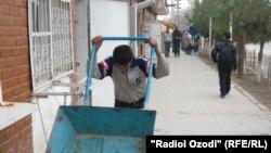 Homeless children in Qurghonteppa city, 10Oct2010