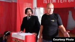 Андрей Митёшин (справа)