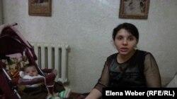 Александра Гуреева, жительница микрорайона на окраине Темиртау, который оказался затопленным. 16 апреля 2015 года.