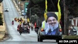 در این تصویر از اکتبر سال ۲۰۱۹ هواداران حزبالله لبنان در نزدیکی مرز این کشور و اسرائیل دیده میشوند