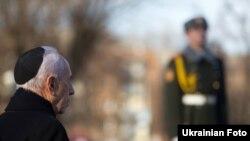 Президент Ізраілю Шимон Перес відвідав меморіальний комплекс «Бабин Яр», Київ, 25 листопада 2010 року