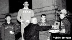 امامعلی حبيبی، در المپيک ۱۹۵۶ ملبورن قهرمان وزن ۶۷ کيلوگرم شد